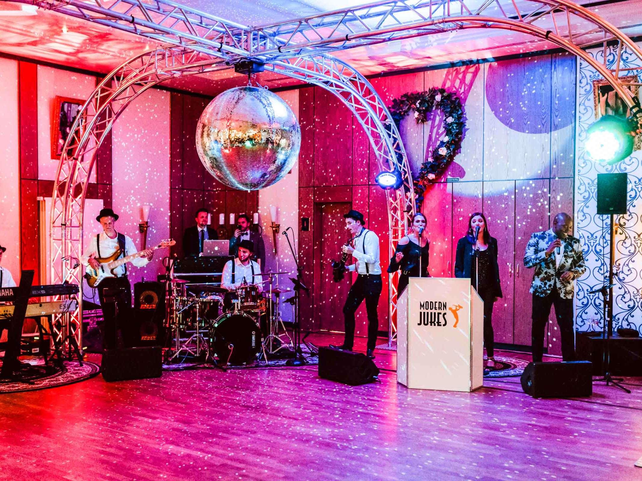 Modern | Jukes | Liveband | Band | Hannover | Swing | Jazz | Hotel | Hennies | Weihnachtsfeier | Show