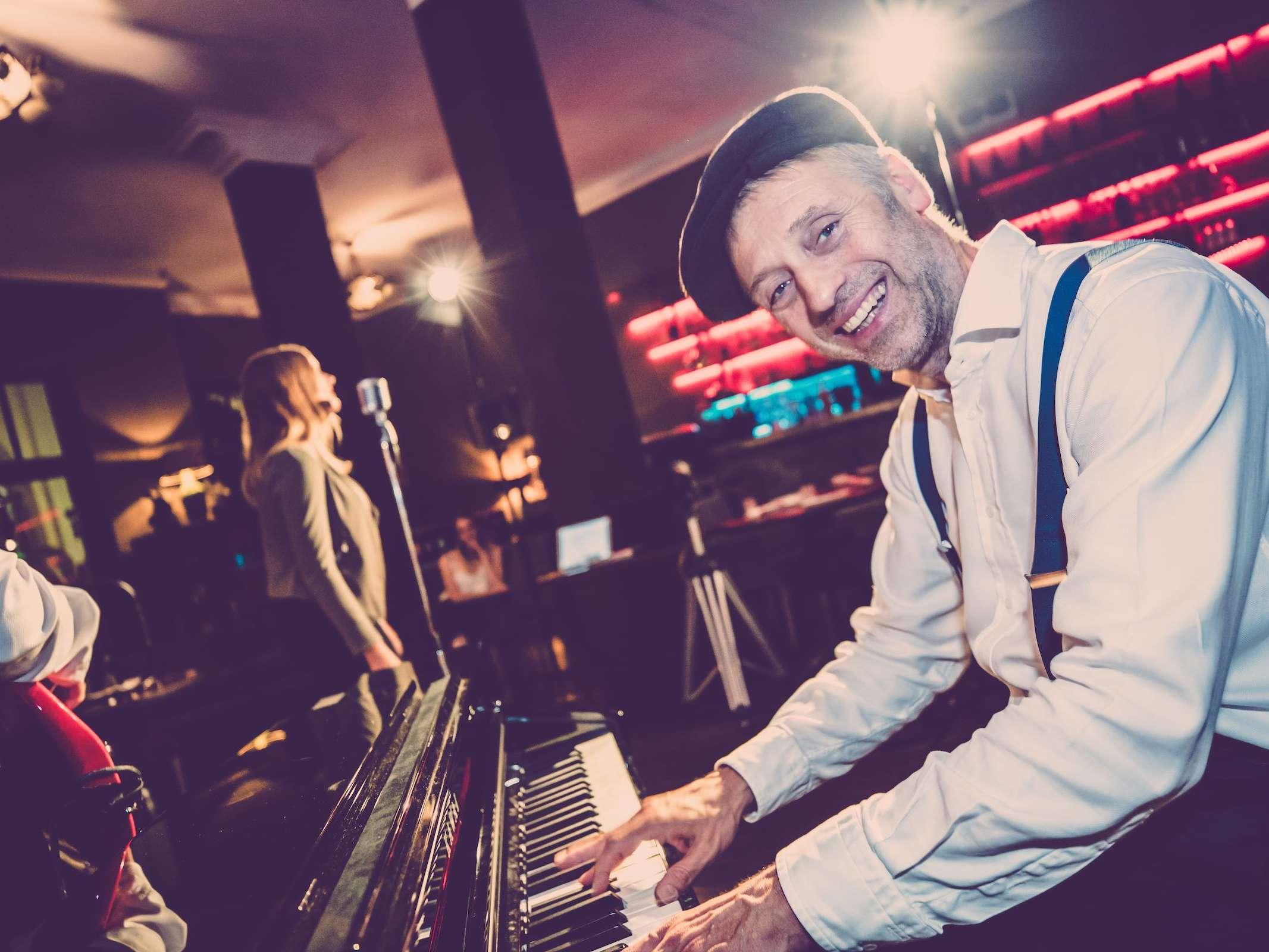 Band | Hannover | Liveband | Livemusik | Partyband | Jazzband | Swingband | Popband | Jazz | Motown | Soul | Pianist | Klavierspieler | Hochzeit | Messe | Firmenfeier | Charity | Gala | Buchen | Mieten | Anfragen |Modern-Jukes
