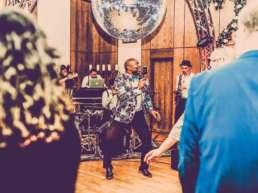 Band | Hannover | Liveband | Partyband | Jazzband | Swingband | Lounge | Pop | Jazz | Sänger | Frontsänger | Johnny | Tune |Hochzeit | Standesamt |Trauung | Messe |Firmenfeier | Charity | Gala | Buchen | Mieten |Anfragen |Modern-Jukes