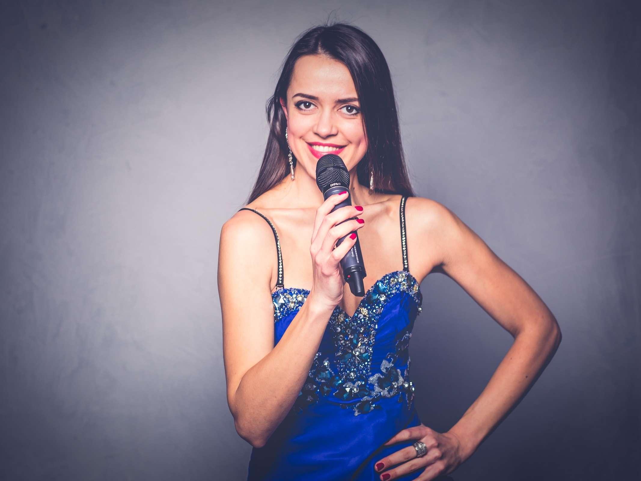 Band | Hannover | Liveband | Partyband | Jazzband | Swingband | Lounge | Popband | Jazz | Oxana | Sängerin | Hochzeitssängerin | Hochzeit | Messe | Firmenfeier | Charity |Gala | Buchen | Mieten | Anfragen