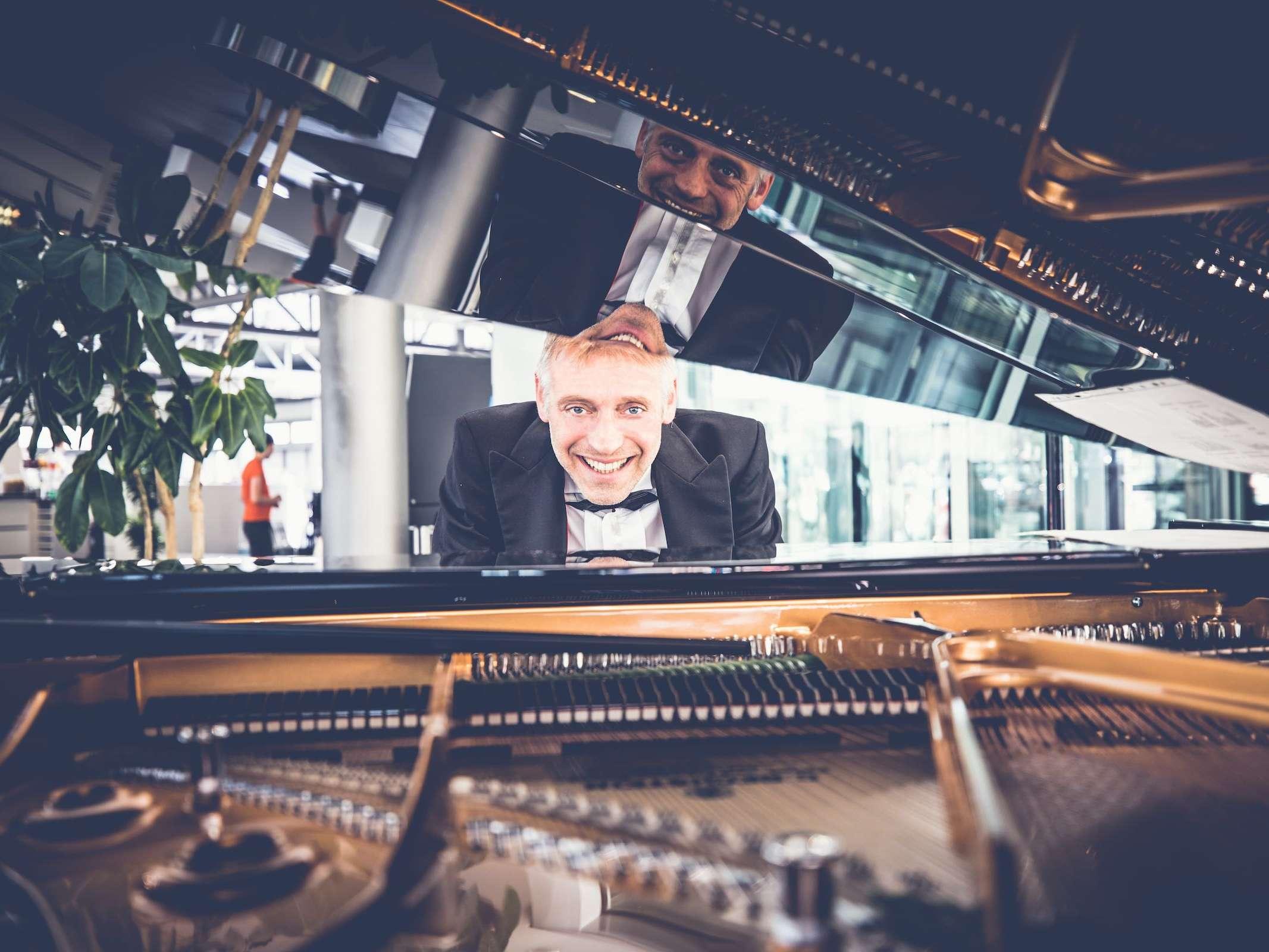 Jazzband |Hannover | Liveband | Livemusik |Partyband | Swingband | Loungeband | Popband | Band | Gesang | Pianist | Klavierspieler | Hochzeit | Empfang | Sektempfang | Messe | Firmenfeier | Charity | Gala | Buchen | Mieten |Anfragen