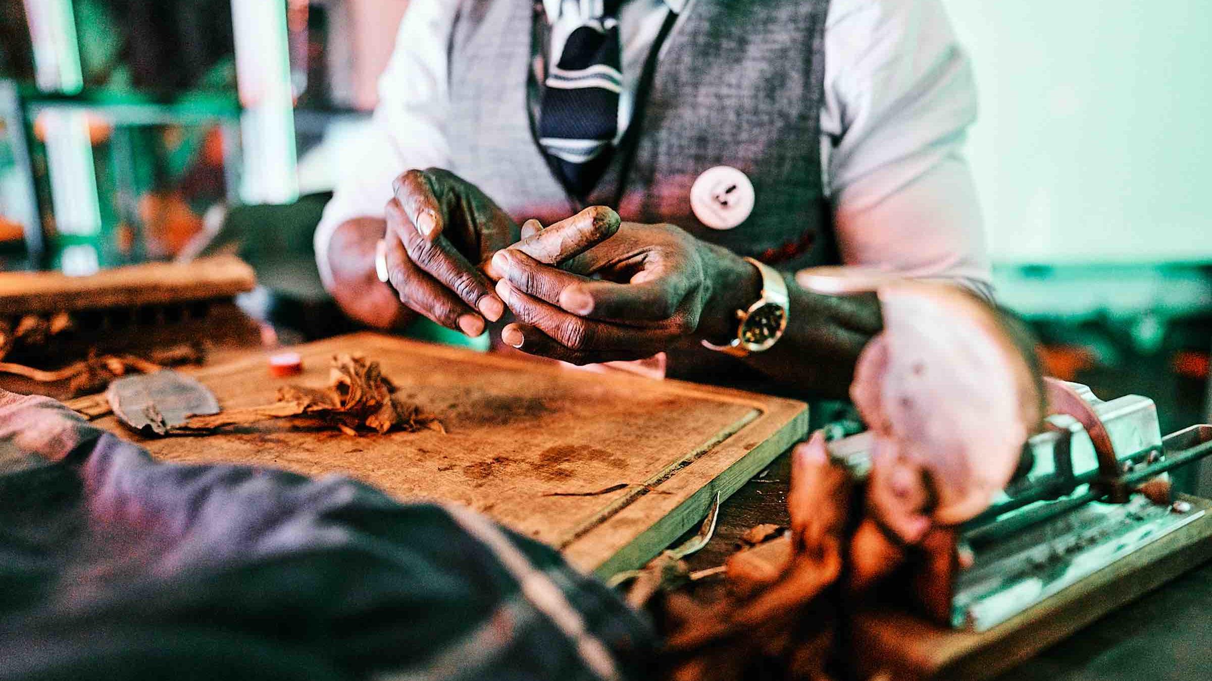 Zigarrenroller| Partner | Zigarrenroller | Tabakroller | Zigarrendreher |Buchen | Mieten |Anfragen