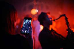 Partyband | Hannover | Modern | Jukes | Saxophonist | Popband | Lounge | Solo | Musiker | Künstler | Percussion | Schlagzeug | Messe | Hochzeit | Geburtstag | Buchen | Mieten | Anfragen