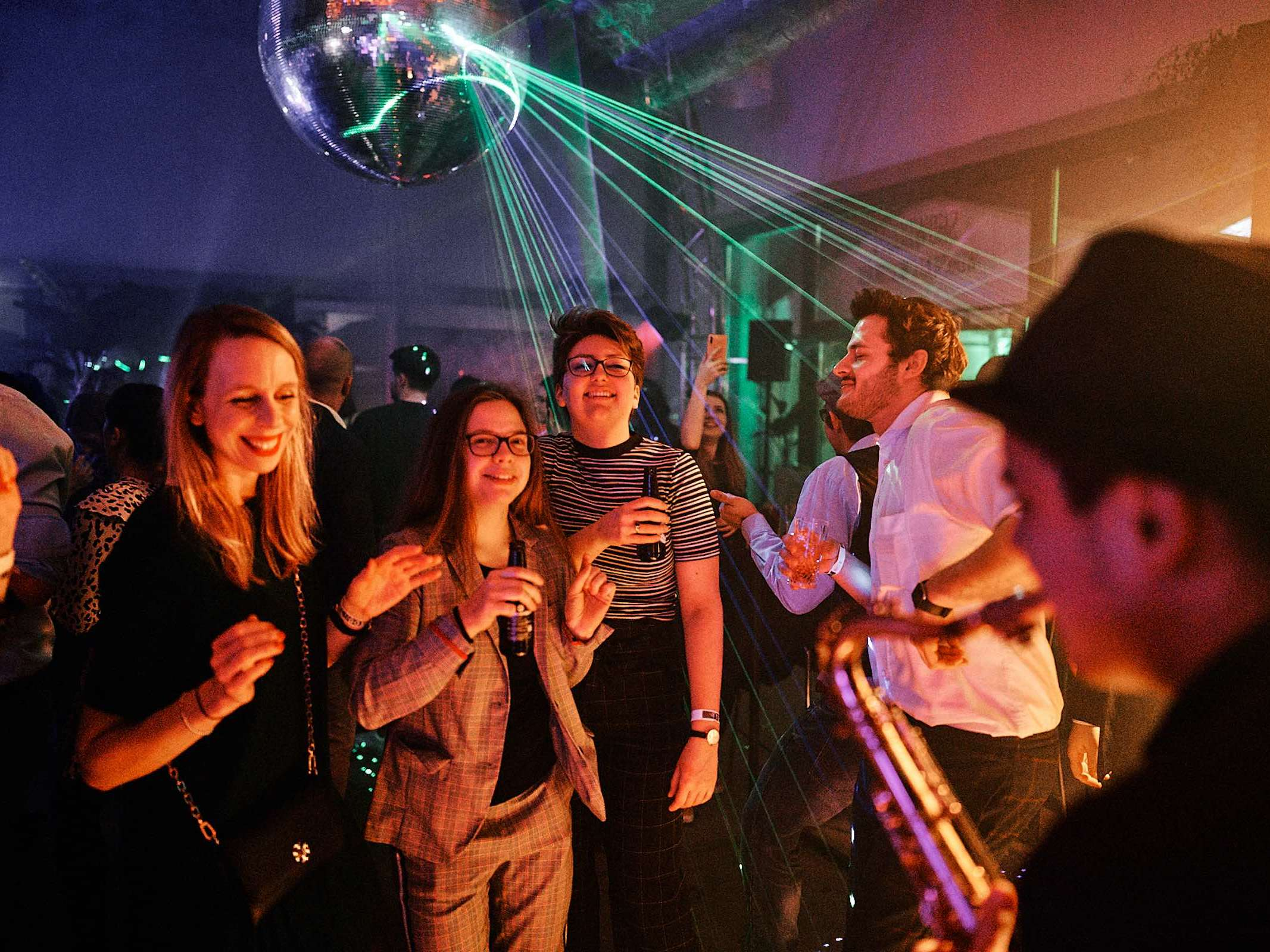 Partyband | Popband | Musiker | Künstler | Hannover | Band | Hochzeit | Messefeier | Empfang | Gala | Charity | Buchen | Mieten | Anfragen | Modern | Jukes