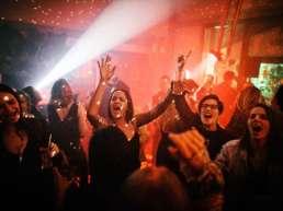 Partyband | Popband | Musiker | Künstler | Hannover | Band | Percussion | Saxophonist | Drums | Hochzeit | Messefeier | Empfang | Gala | Charity | Buchen | Mieten | Anfragen | Modern | Jukes