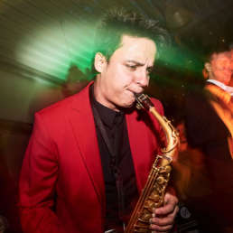 Saxophonist | DJ | Plus | Team | Hannover | Livemusik | Liveband | Musiker | Partyband | Jazzband | Discomusik | Swingband | Loungeband | Popband | Saxophon | Combo | Hochzeit | Messe | Firmenfeier | Charity | Gala | Party | Buchen